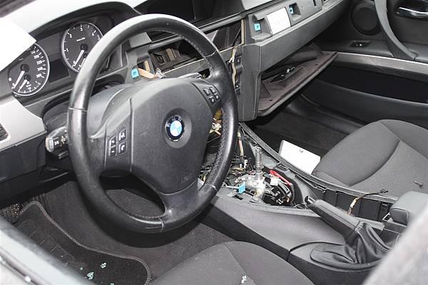 Autoknacker nehmen BMW in Petershagen aus - Radio Westfalica